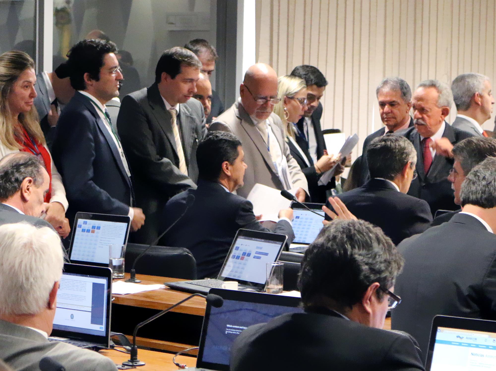 Ao lado do Presidente Alex Canuto, o Associado Silvio Holanda atua na CCJ do Senado.