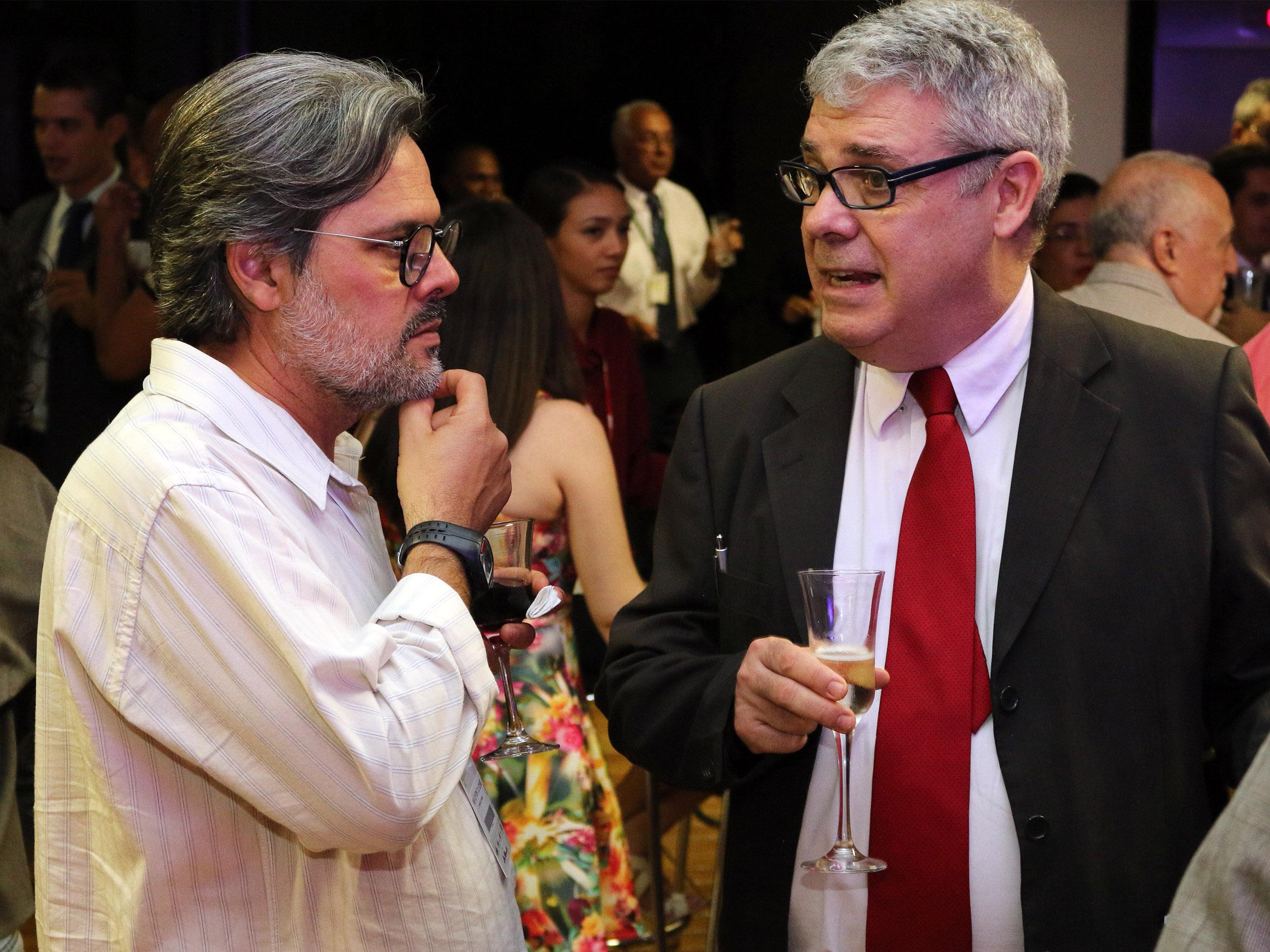 O ex-Diretor Cultural da ANESP Geraldo Horta com o ex-Presidente da Enap Paulo Carvalho. Foto: Filipe Calmon / ANESP