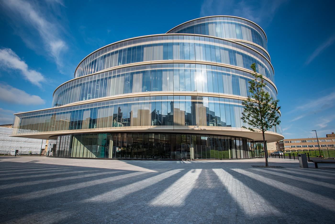 Inaugurado em novembro de 2015, o prédio da Escola de Governo Blavatink já recebeu diversos prêmios de arquitetura. Foto: Oxford Blavatnik School of Government