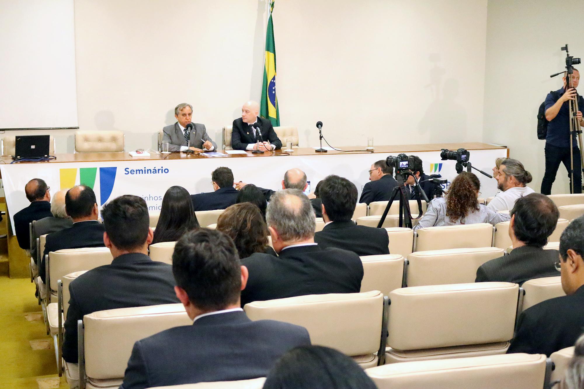 Deputado Federal Izalci Lucas ao lado do Diretor de Assuntos Parlamentares e Articulação Institucional da ANESP,Vinicius Barile. Foto: Filipe Calmon / ANESP