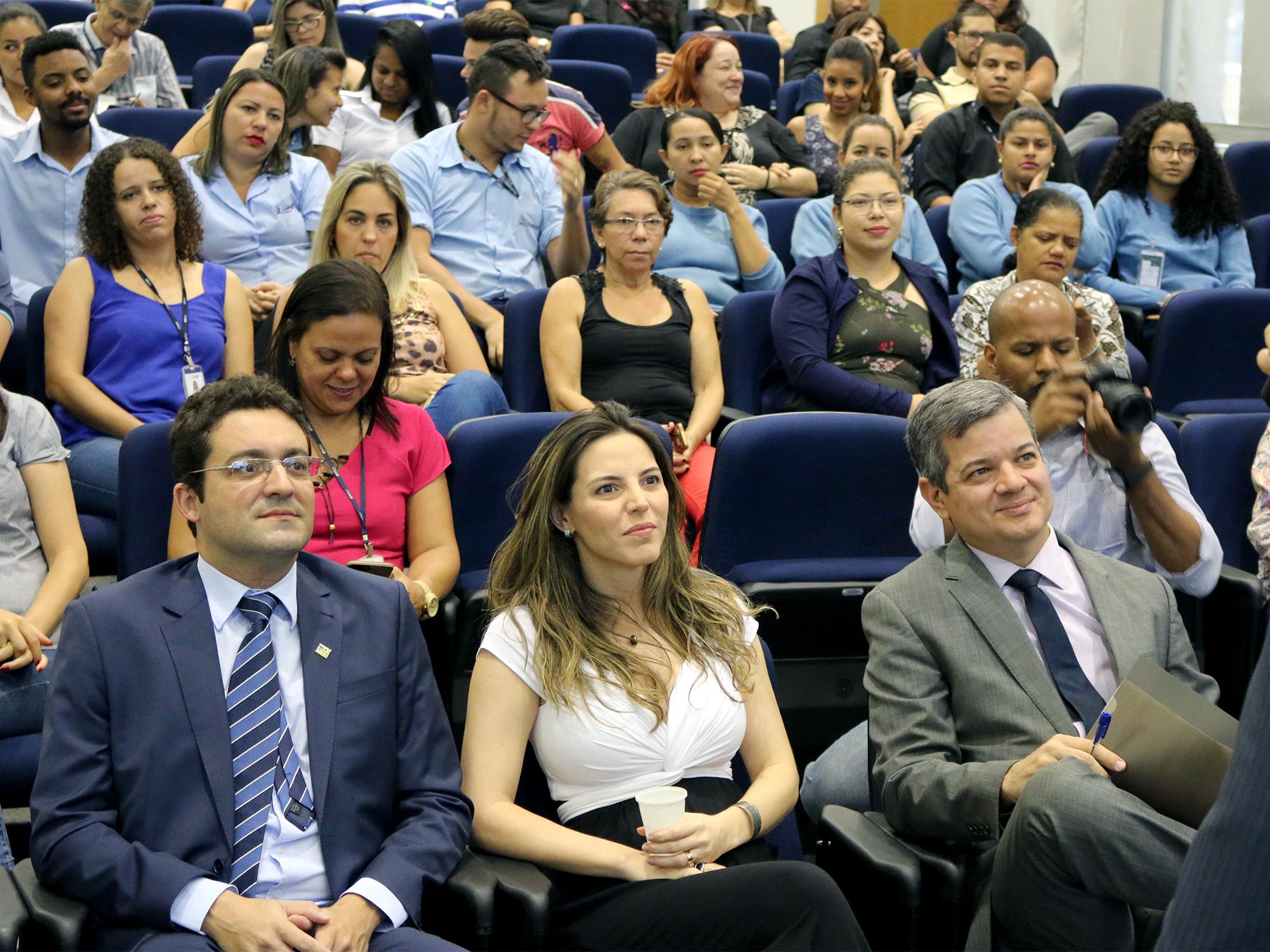 Alex Canuto, a EPPGG Mariana Boabaid, Diretora de Administração e Planejamento do CADE, e o Presidente do CADE, Alexandre Barreto.