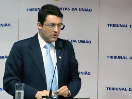 Presidente Alex Canuto durante sua fala no evento