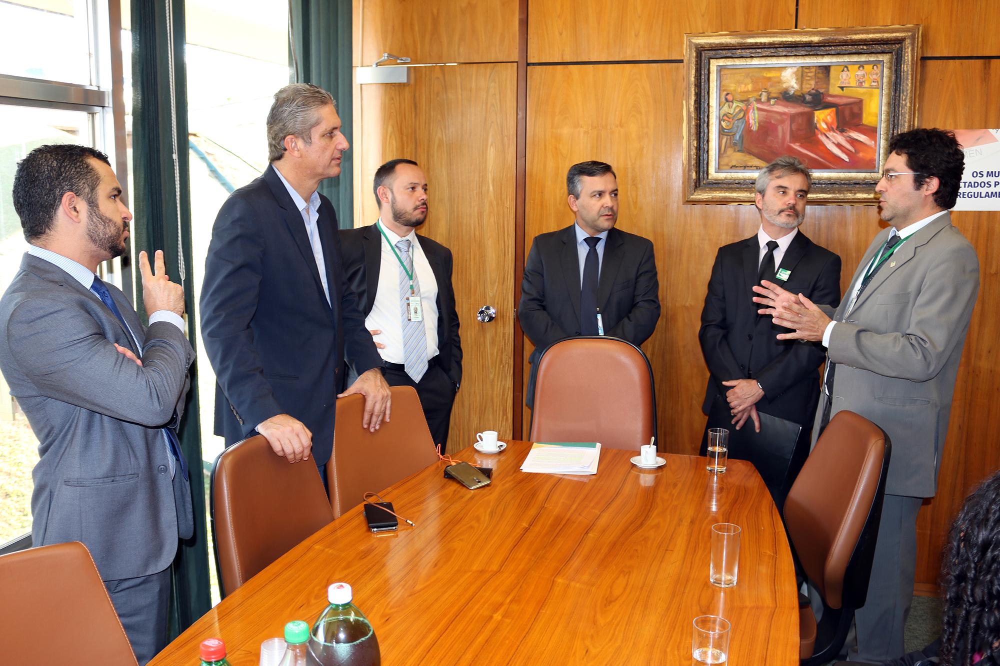 lex Canuto argumenta com o Deputado Rogério Rosso. Foto: Filipe Calmon / ANESP