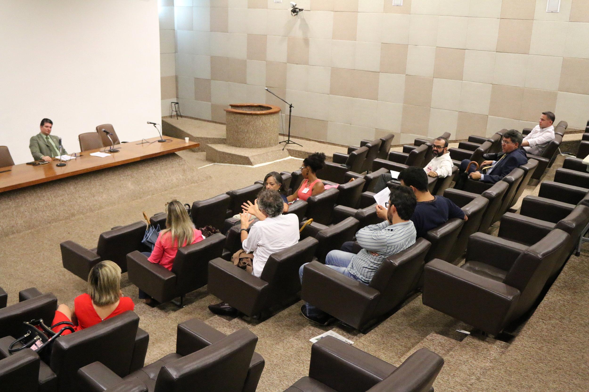 Associados debatem edital durante AGE no Palácio da Justiça. Foto: Filipe Calmon / ANESP