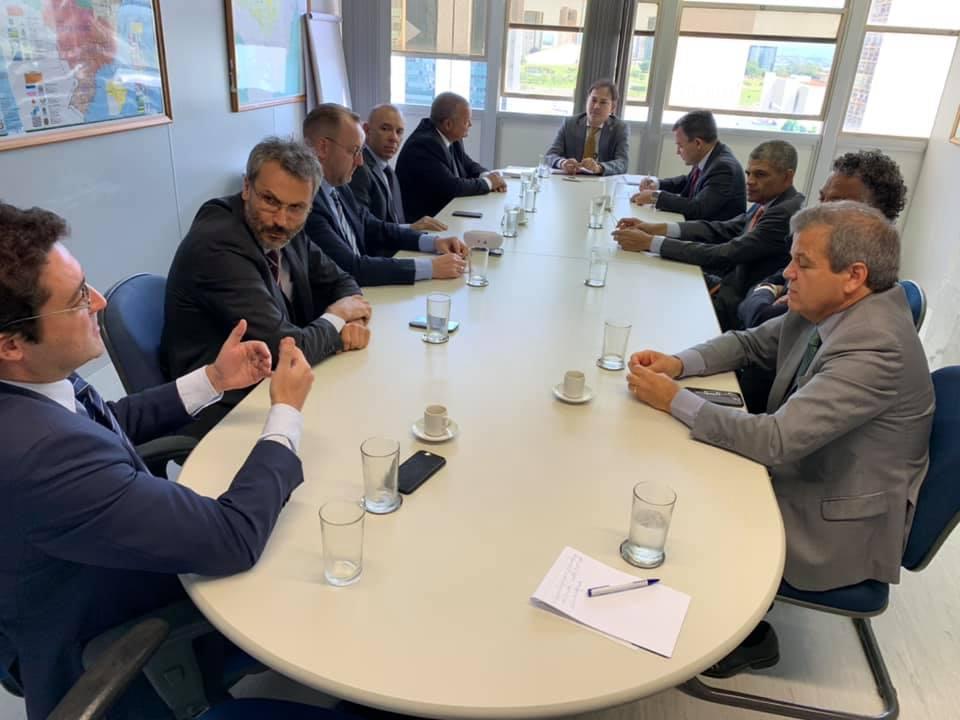 Alex Canuto e membros do Fonacate em reunião com Diretor de Relações Não-Governamentais da Secretaria de Governo