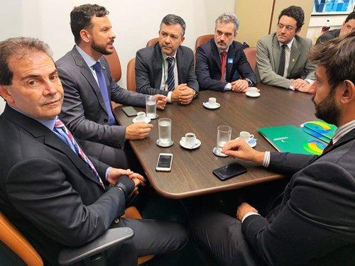 A partir da esquerda: Deputados Federais Paulo Ferreira da Silva e Professor Israel em reunião com representantes do Fonacate