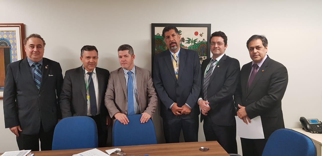 Alex Canuto e demais dirigentes do Fonacate em reunião com Deputado Federal Delegado Waldir (Líder do PSL), nesta quinta-feira