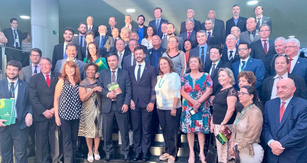 Alex Canuto e demais lideranças do Fonacate com deputado federal Professor Israel. Foto: Ascom/Fonacate