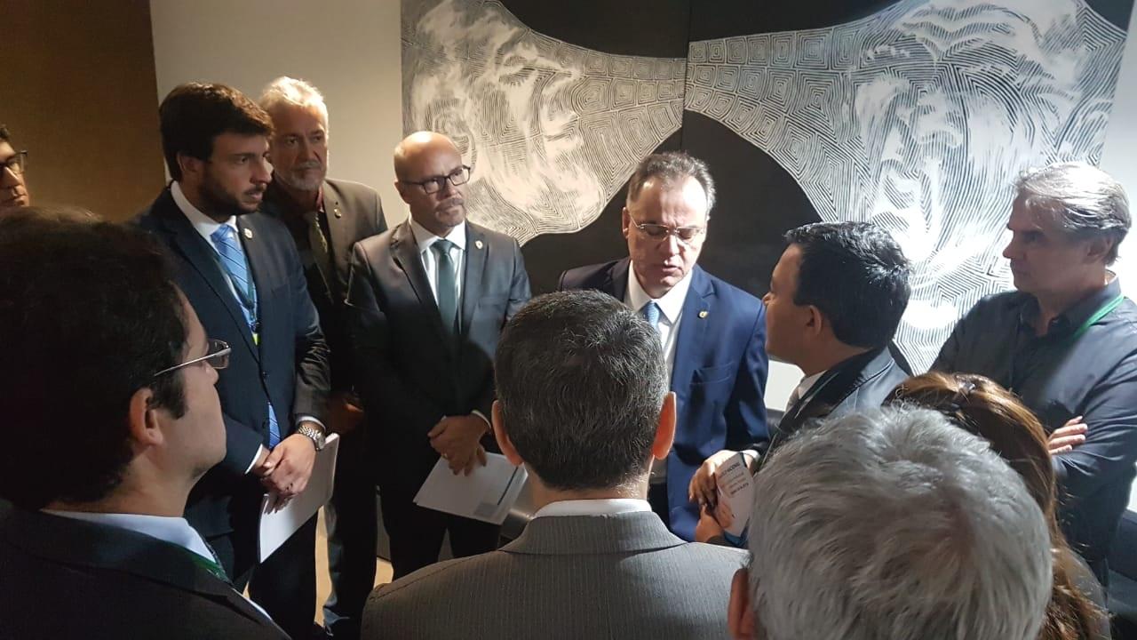 Alex Canuto e demais dirigentes do Fonacate, em conversa com o Deputado Samuel Moreira, relator da Reforma da Previdência