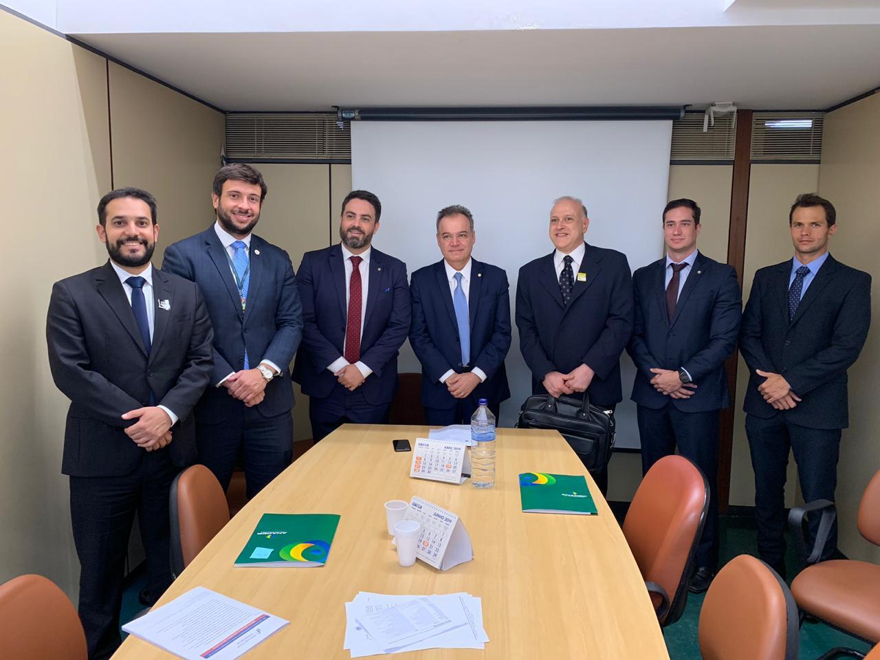 Reunião de membros do Fonacate com Deputados Federais Léo Moraes e Samuel Moreira sobre a reforma da previdência