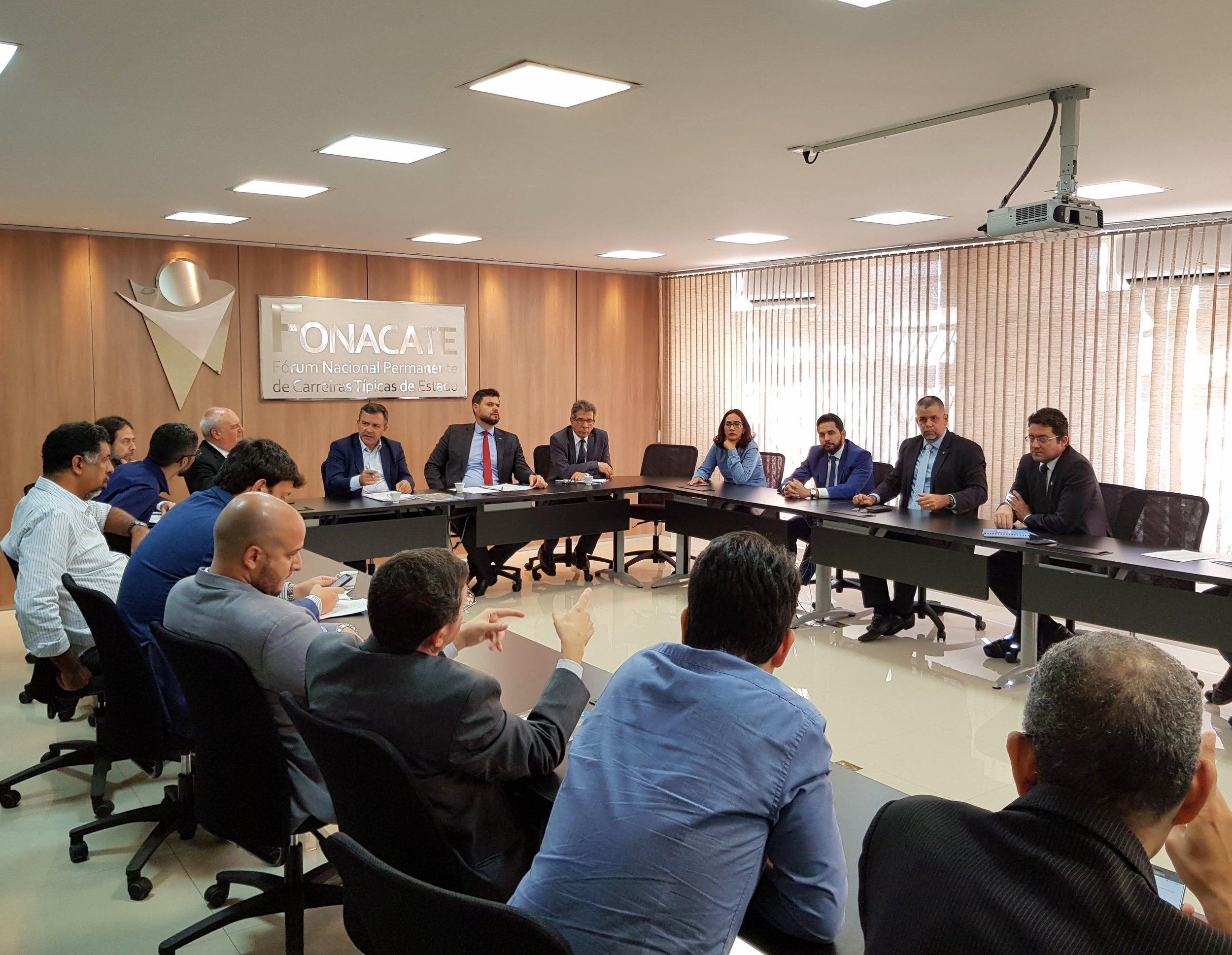 Alex Canuto e representantes do Fonacate e da Frentas em reunião na tarde desta segunda-feira