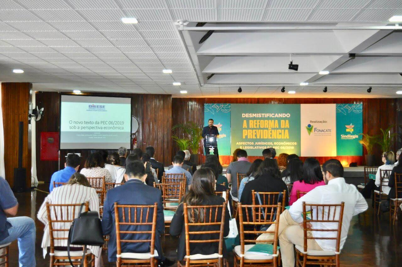 Equipes de comunicação do Fonacate e da Frentas em evento de capacitação sobre a reforma da previdência