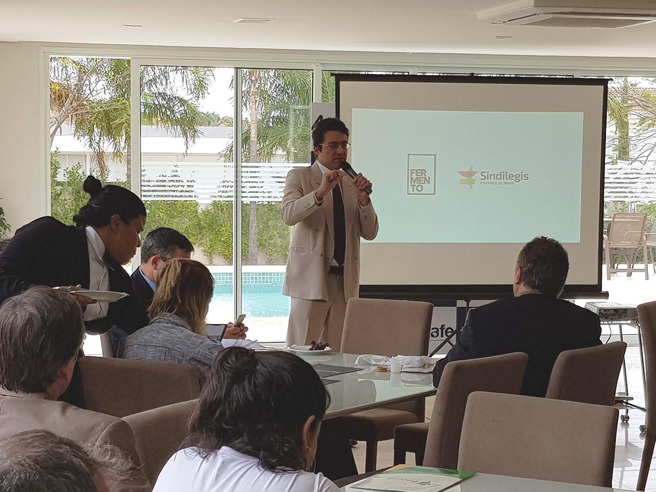 Presidente da ANESP, Alex Canuto, durante sua fala na Assembleia Geral do Fonacate