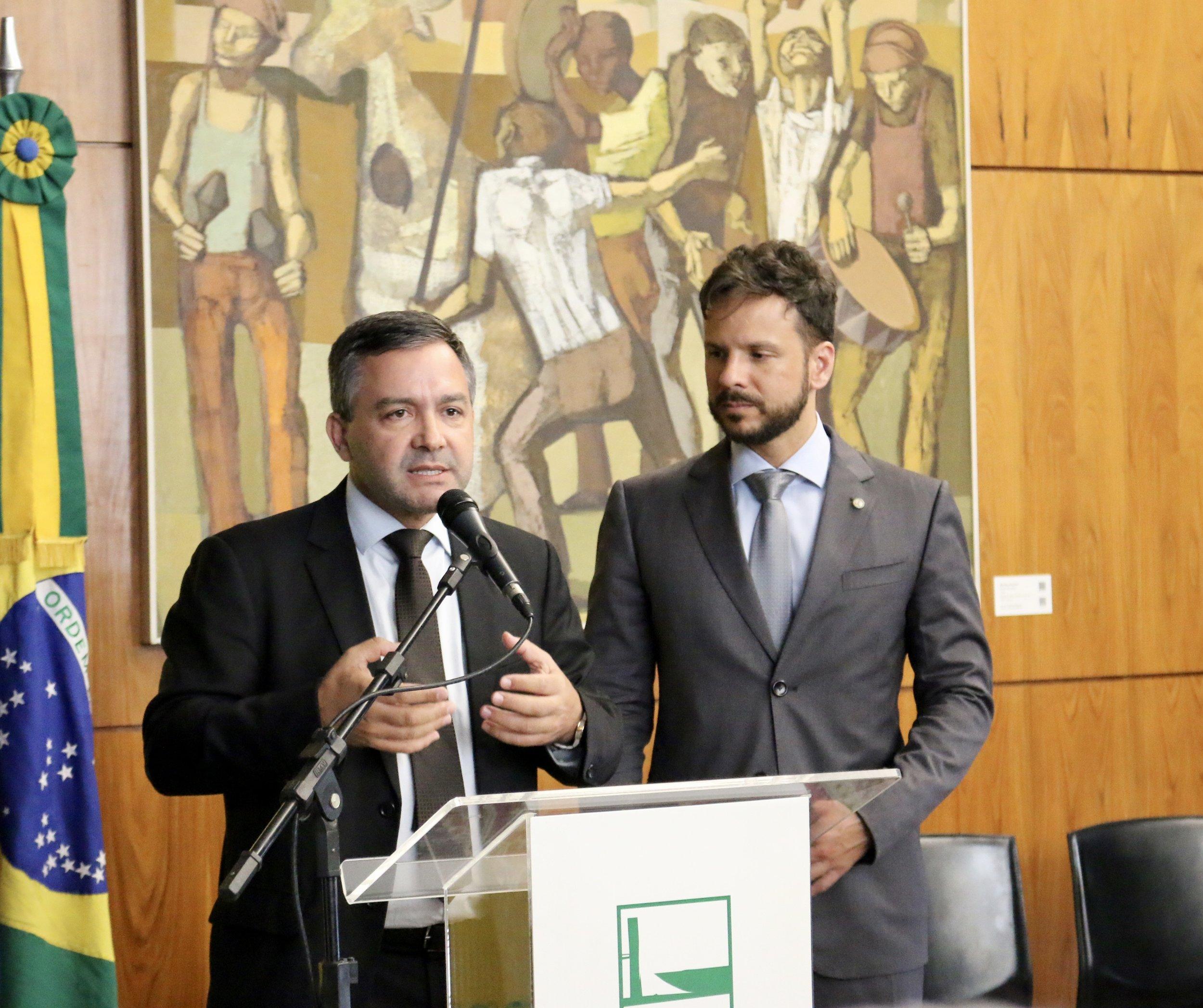 O Presidente do Fonacate, Rudinei Marques, acompanhado do Dep. Professor Israel