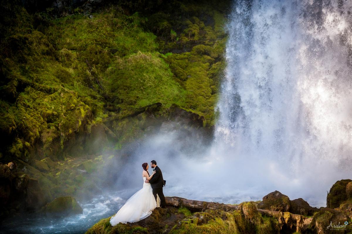 Sahalie Falls Waterfall Wedding - Aralani Photography