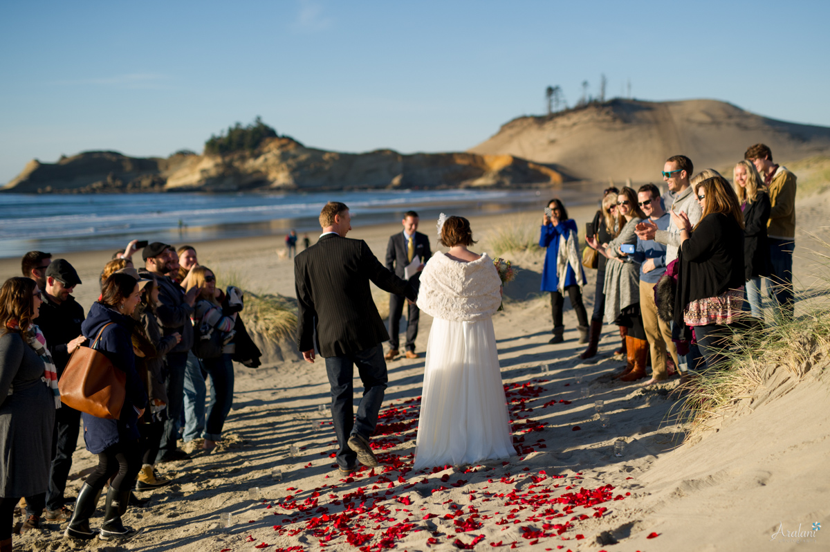 Cape_Kiwanda_Tiny_Wedding025.jpg