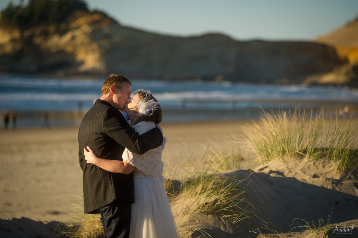 Cape_Kiwanda_Tiny_Wedding030.jpg