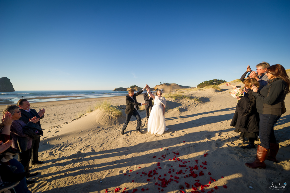 Cape_Kiwanda_Tiny_Wedding031.jpg