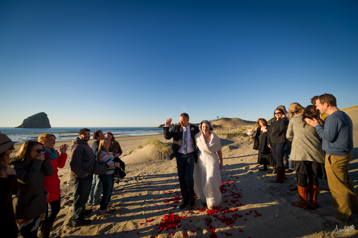 Cape_Kiwanda_Tiny_Wedding032.jpg