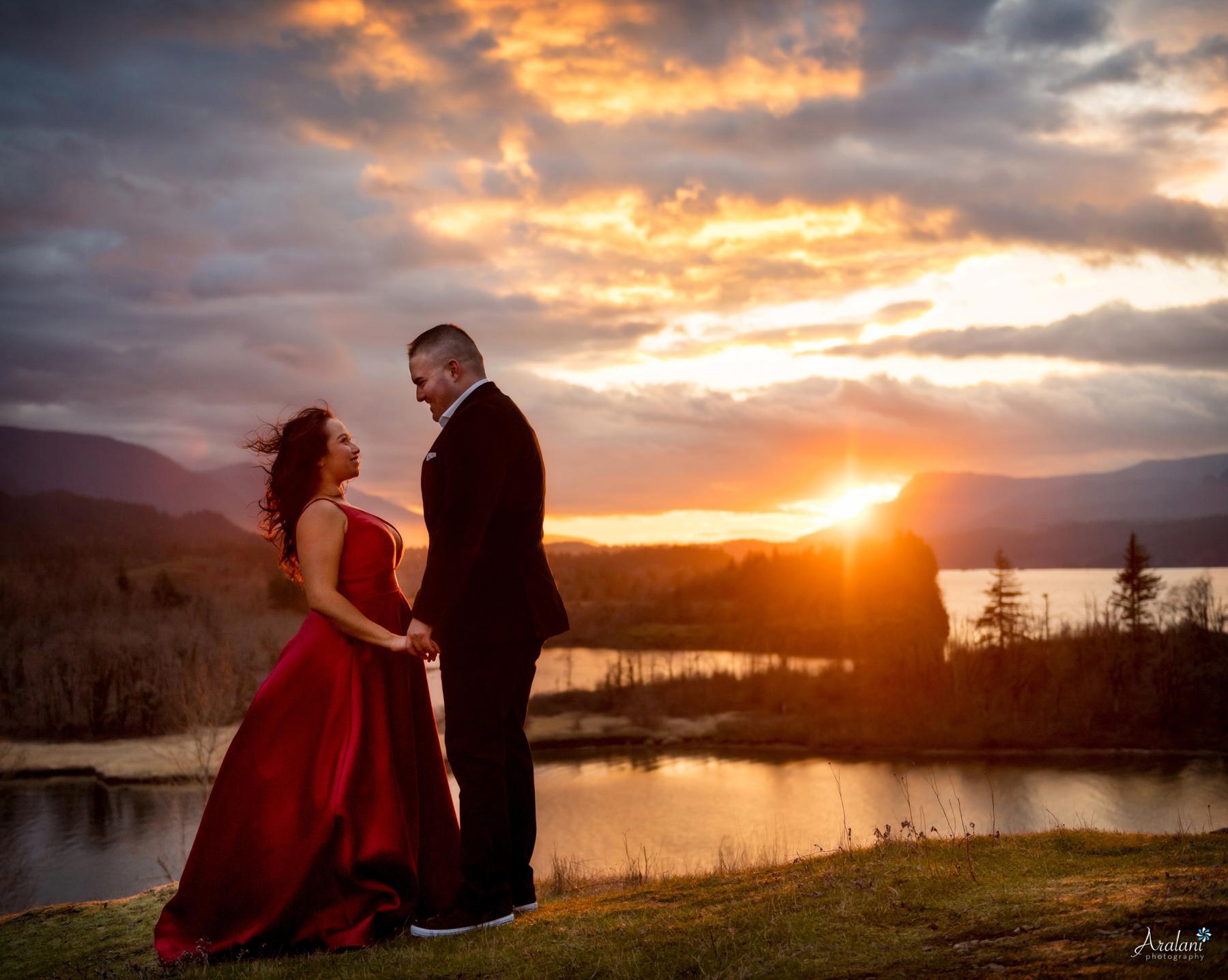 Columbia_River_Gorge_Sunset_Engagement0001.jpg