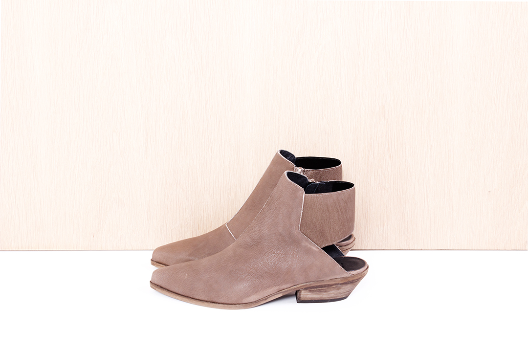 """LD TUTTLE  """"The Wind"""" in mud $560 sizes ( 38, 38.5, 39, 40 available)"""