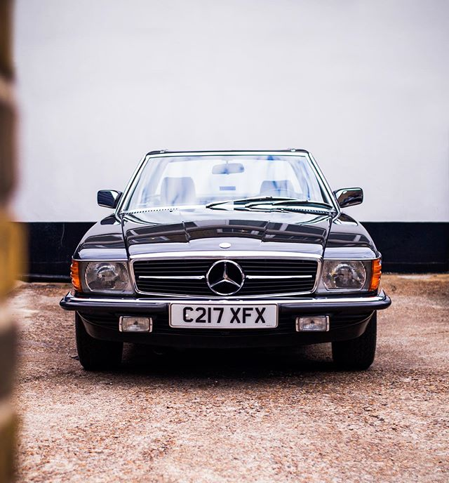 As good a specification as you can get! A 500SL in Blue-Black with Grey Leather, Air Con, Heated Seats and the last of the pre-facelifts!