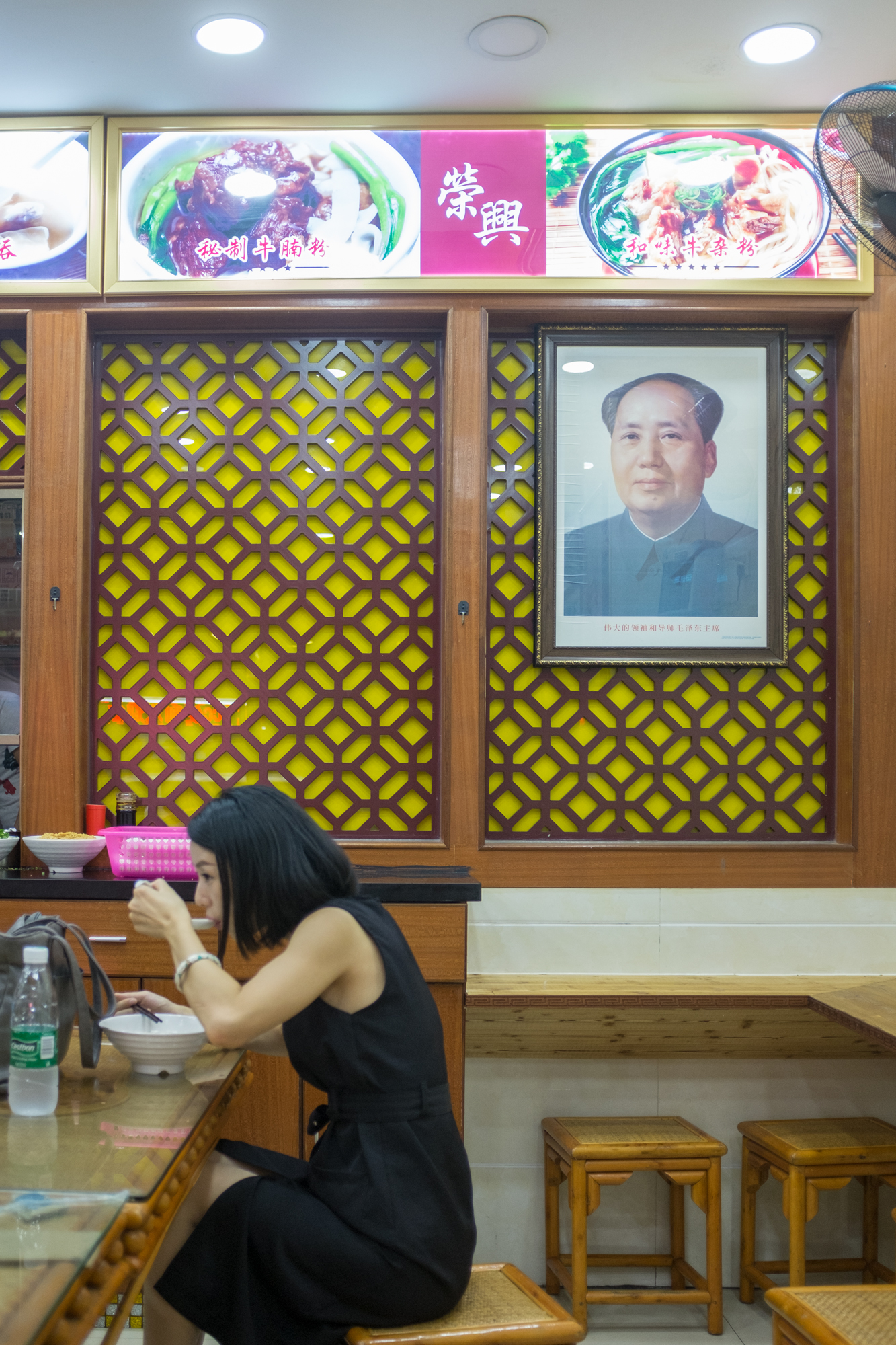 Chairman Mao overseeing noodle shop