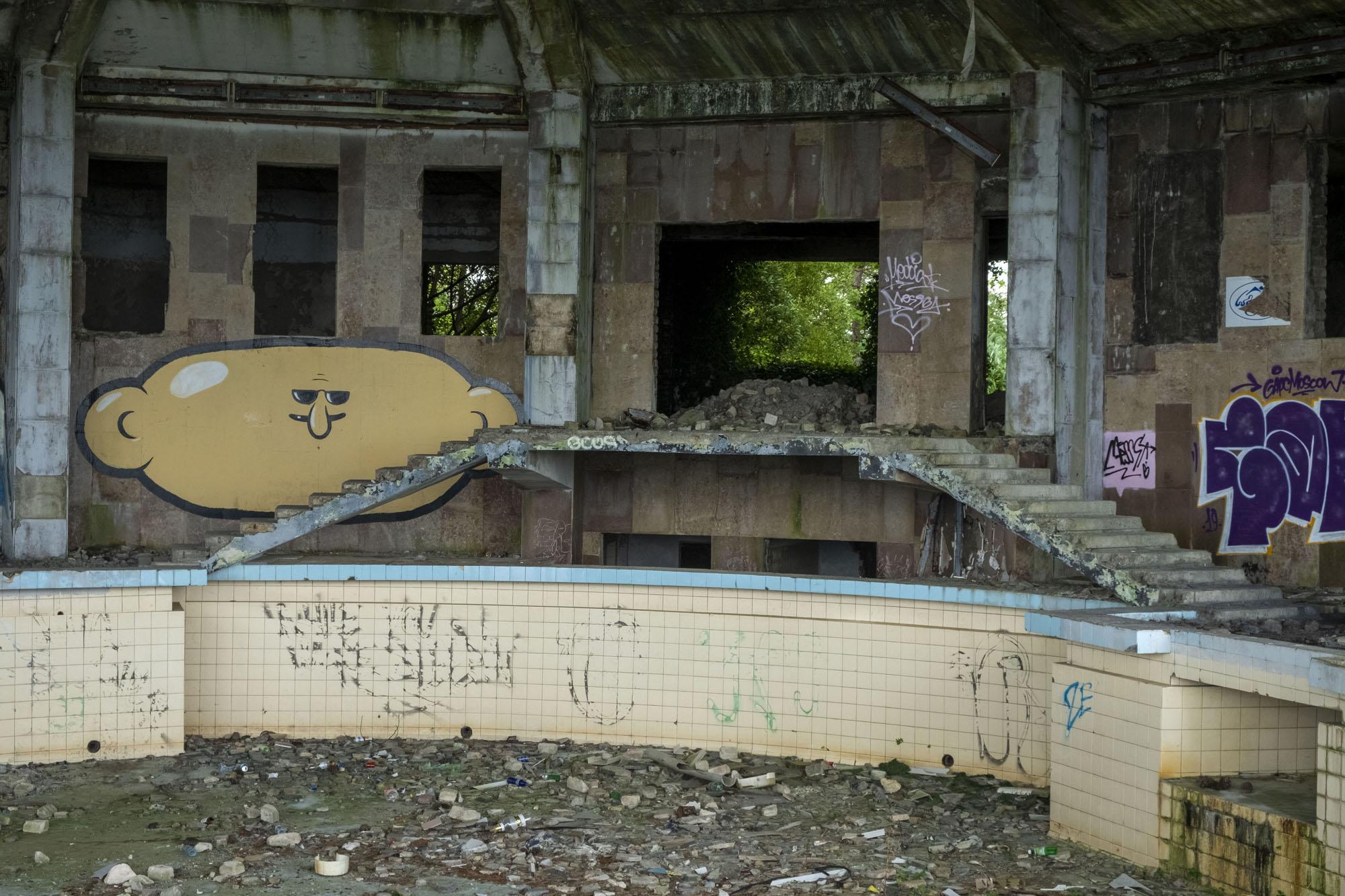 empty pool 3.jpg