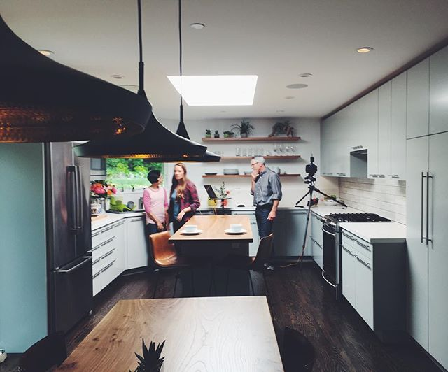 Photo shoot, having fun creating nice pics at #bLsunnygreenhouse  with @scotthargis  ready for weekend..#vsco #modernkitchen #buildinglab