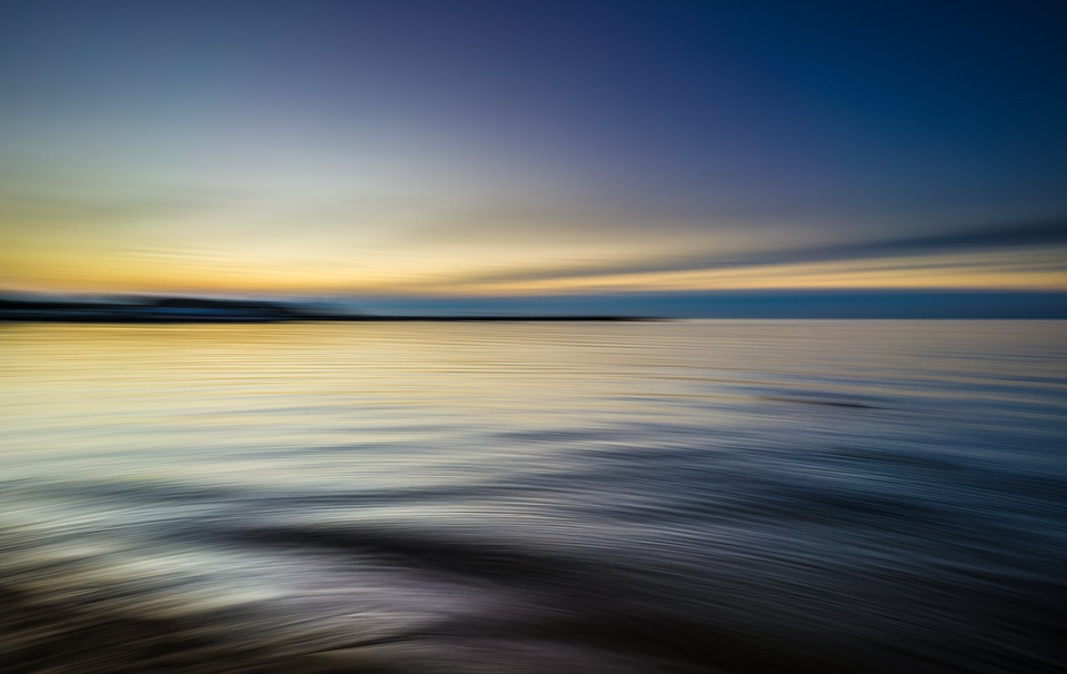 calm-waters-1850149_960_720.jpg