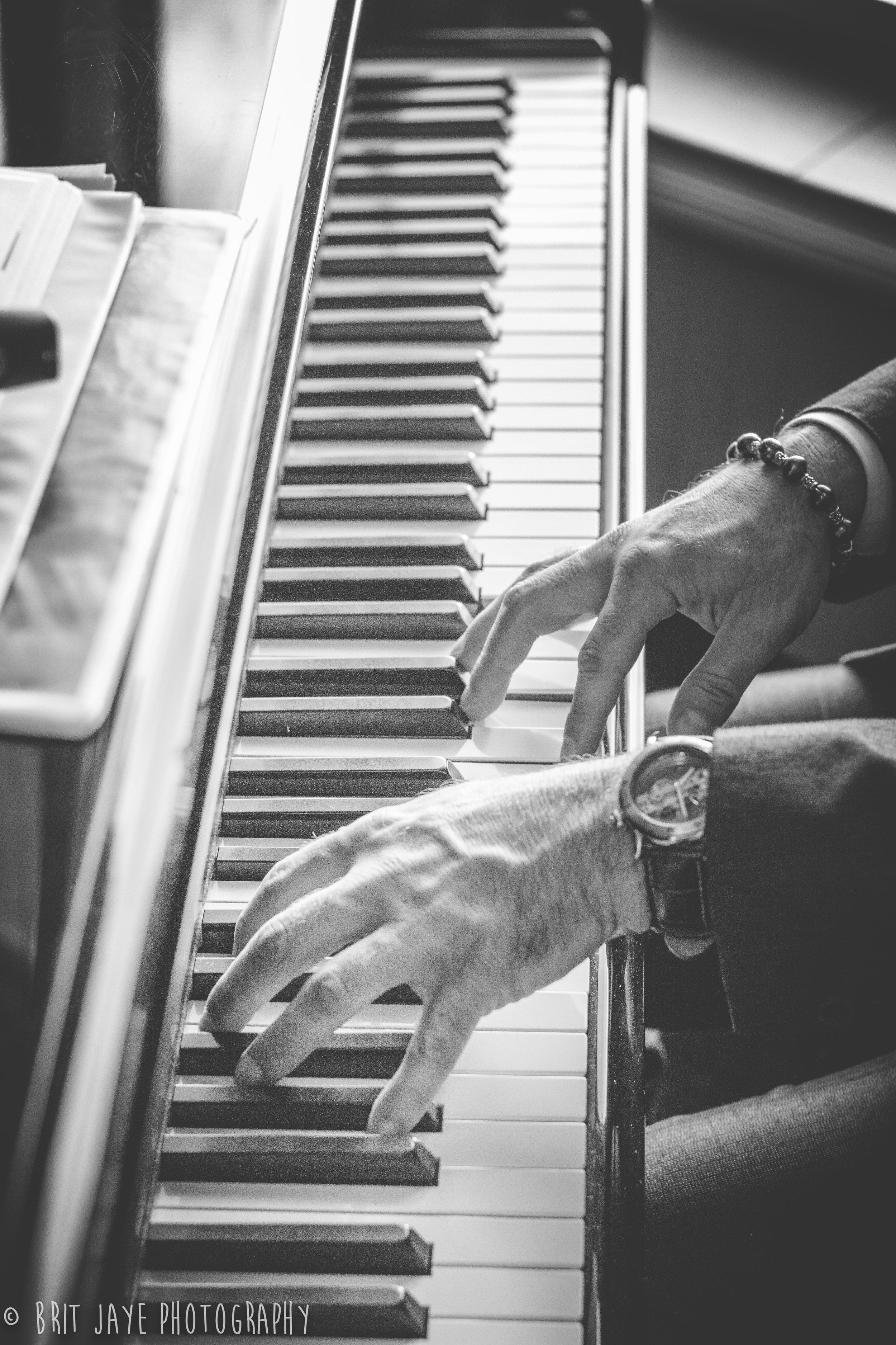 PianoPlayerLiveMusicWeddingReception