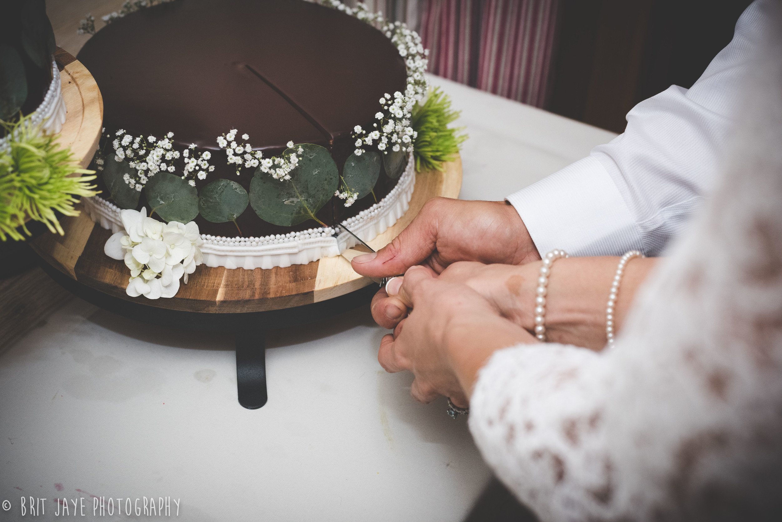 amazing chocolate wedding cake