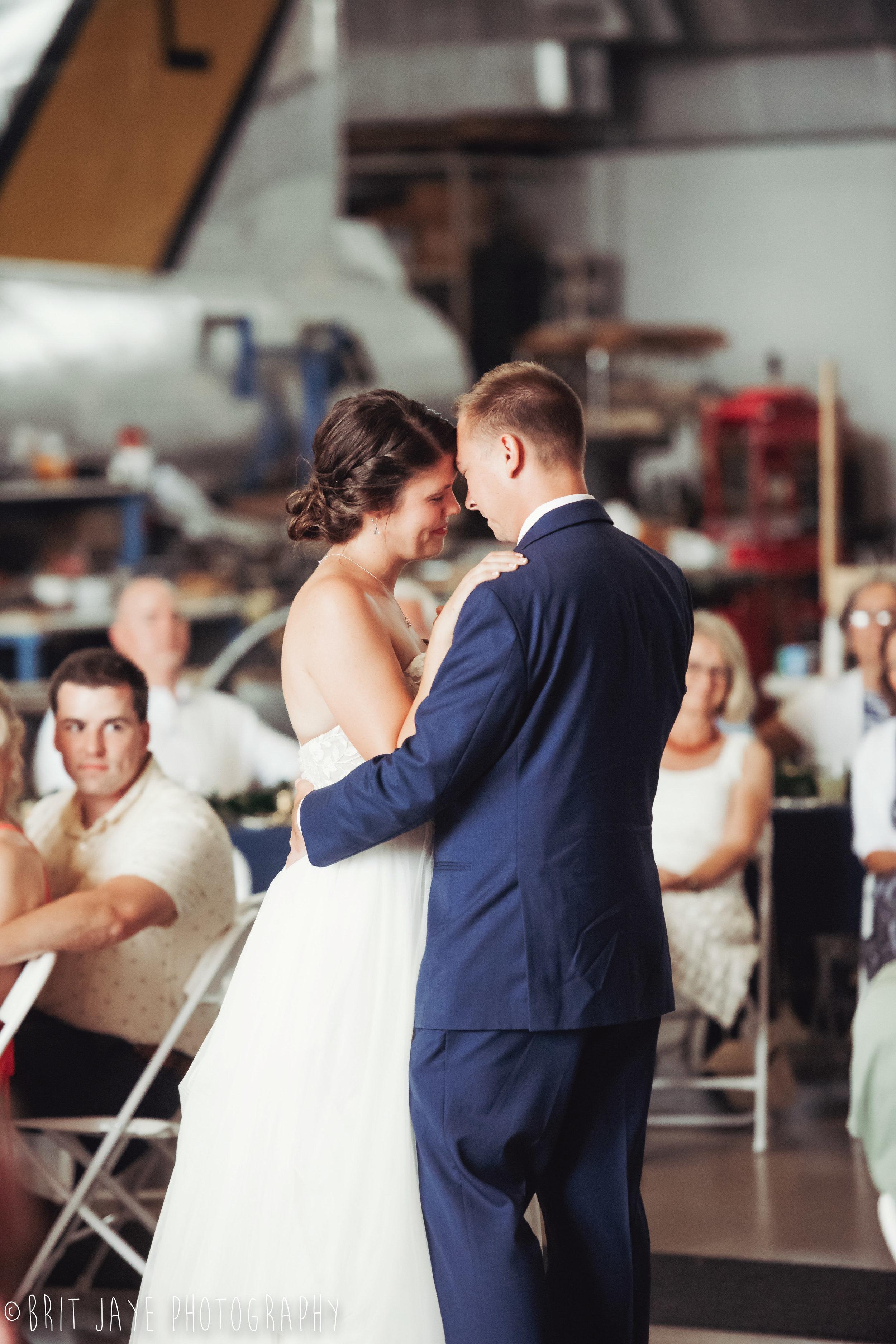 Champaign_aviation_museum_travel_inspired_wedding-83.jpg