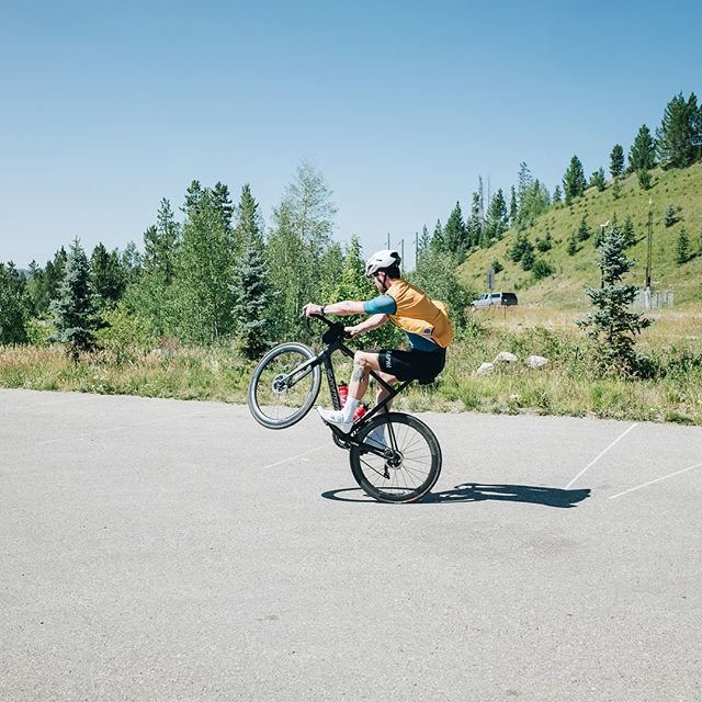 Downtime. It's all too easy to get caught up in the pursuit of hammering, but the reality is, if all you do is ride hard from A to B, you miss out on the most fun and memorable parts of the experience. #LIOTRstampede • • Tag your rides with #leaveitontheroad • • We ride to #endcancer. In 2018 100% of our raised funds will be donated to the #ACGTfoundation to benefit cancer cell and gene therapy research. To donate, buy LIOTR products or learn more, go to www.leaveitontheroad.com and follow along with all the LIOTR riders: @mtabtabai @jakeszy @fransencomesalive @patrickmarzullo @davidembree @ndills • • Thanks to our generous sponsors: @iamspecialized_road @rapha @nuunhydration @wahoofitnessofficial @silca_velo @seasucker @ntrecovery @trailnuggets • • #iamspecialized #goneriding #nuunlife #wahooligan #silcavelo #roadslikethese #roadcycling #endcancer