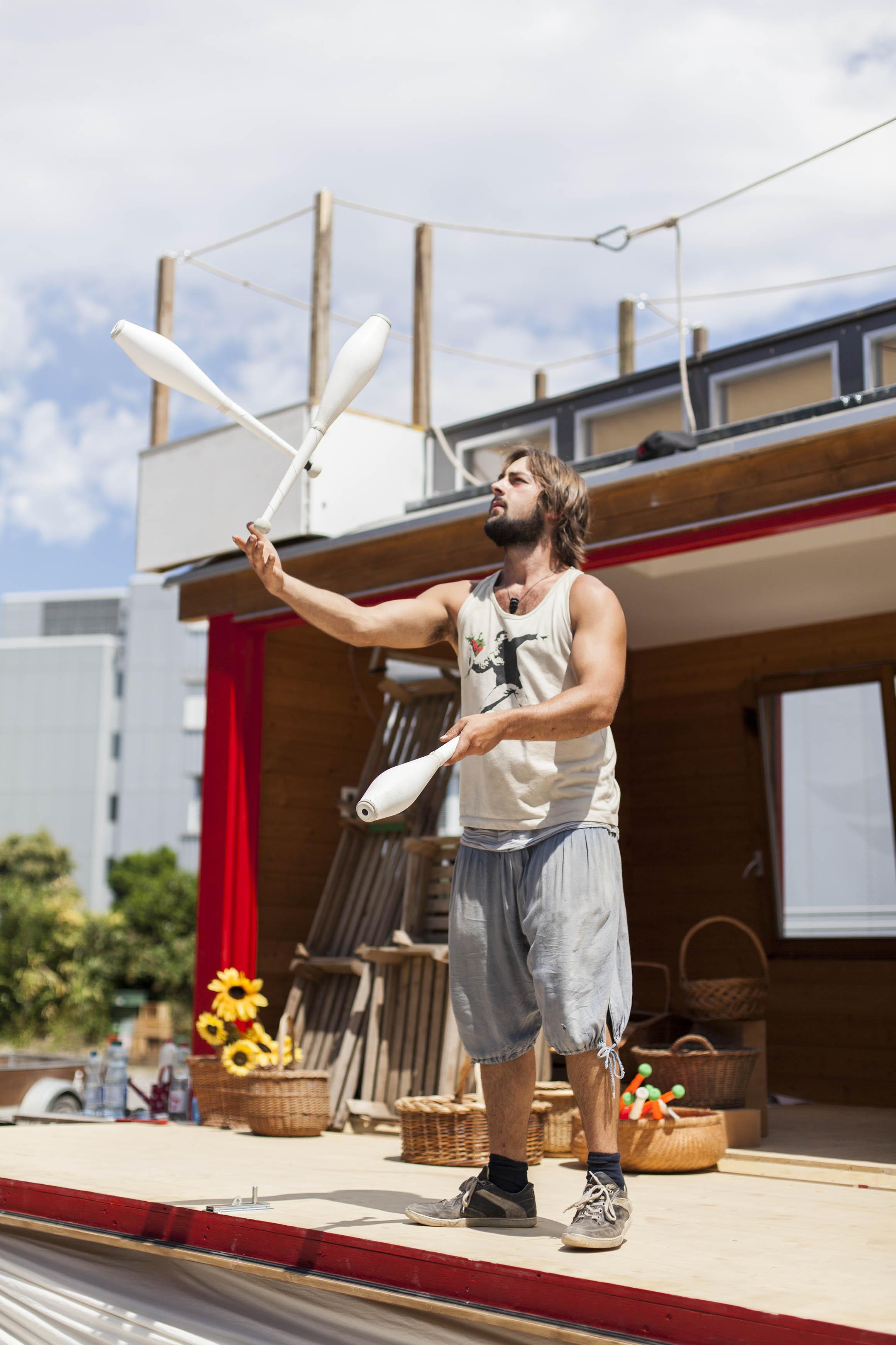 compagnie-trottvoir-produktion-2014-zirkus-luzern_30.jpg