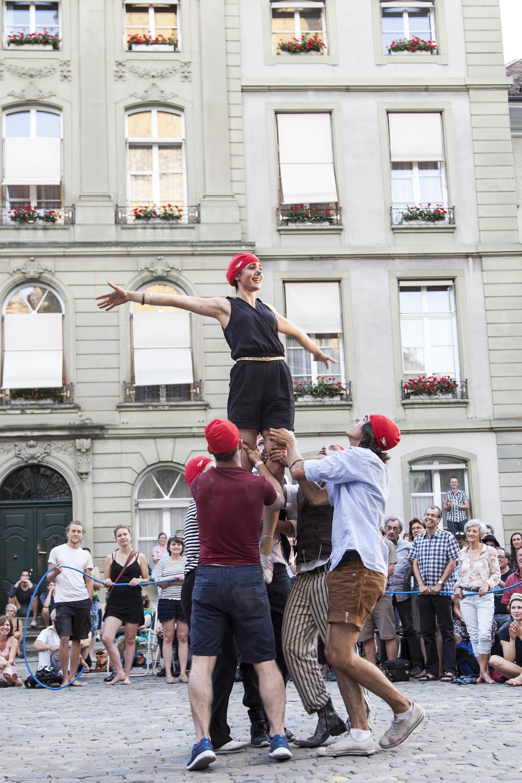 compagnie-trottvoir-2015-sofort-savoire-vivre_show_18.jpg