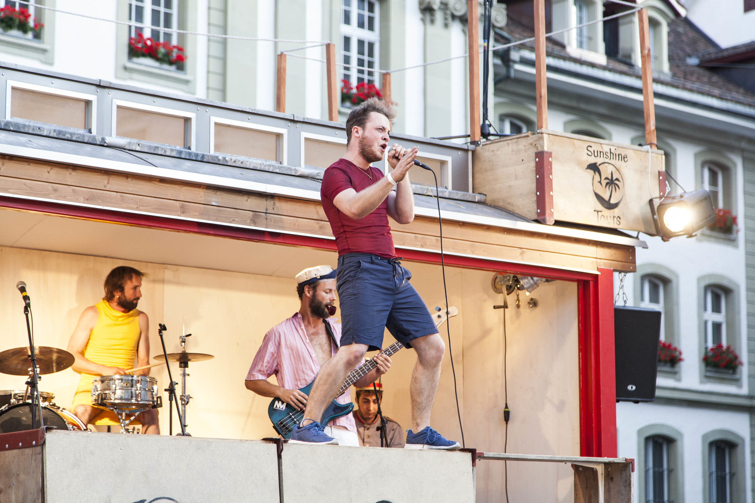 compagnie-trottvoir-2015-sofort-savoire-vivre_show_19.jpg