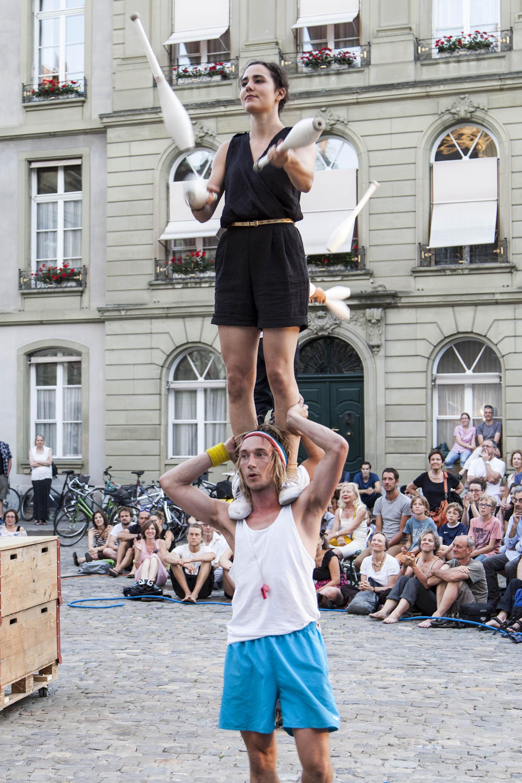 compagnie-trottvoir-2015-sofort-savoire-vivre_show_21.jpg