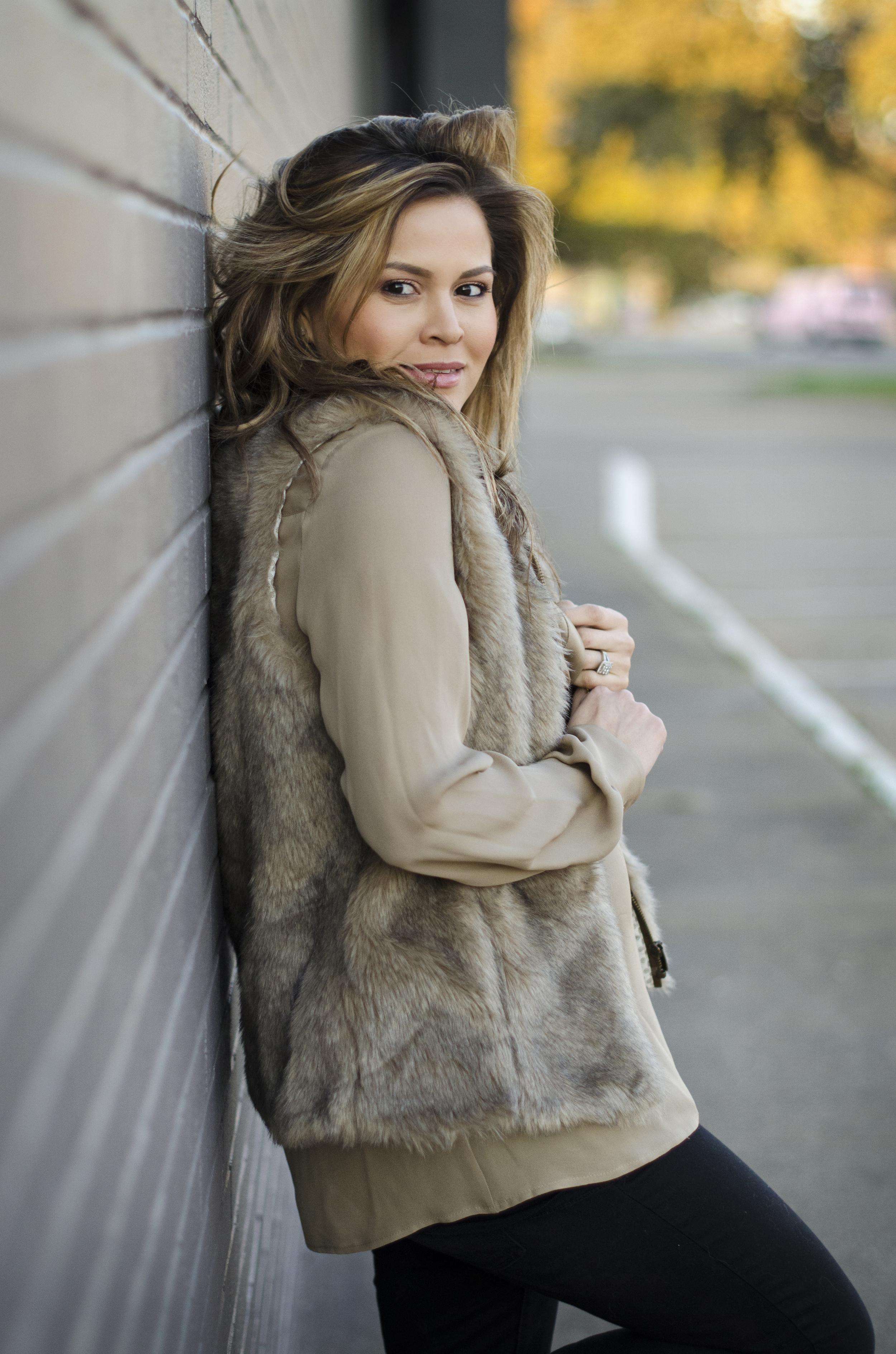 faux-fur-vest-and-tunic-closeup
