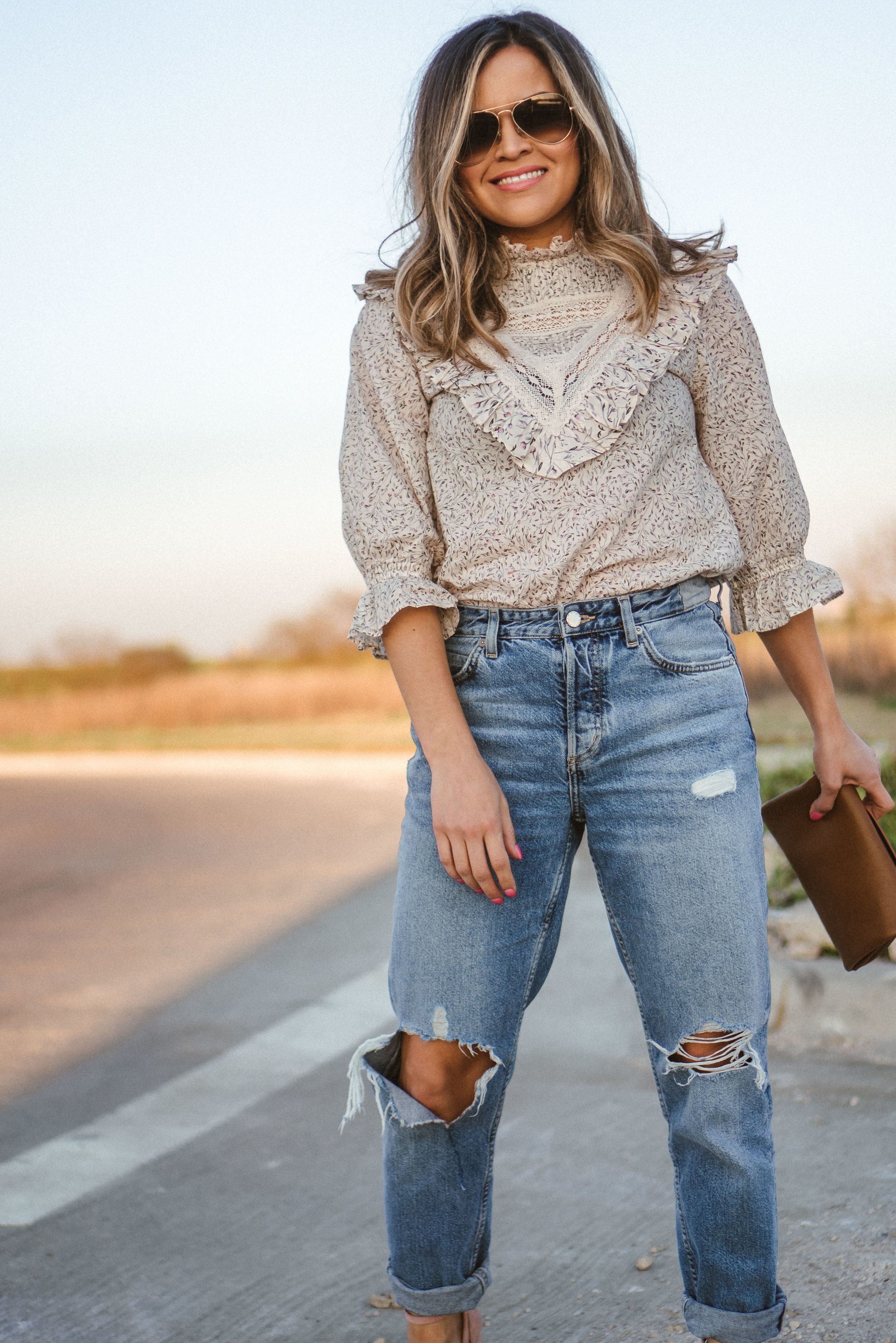 I just love this top and jeans combo.