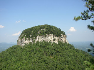 800px-Big_Pinnacle_of_Pilot_Mountain.jpg