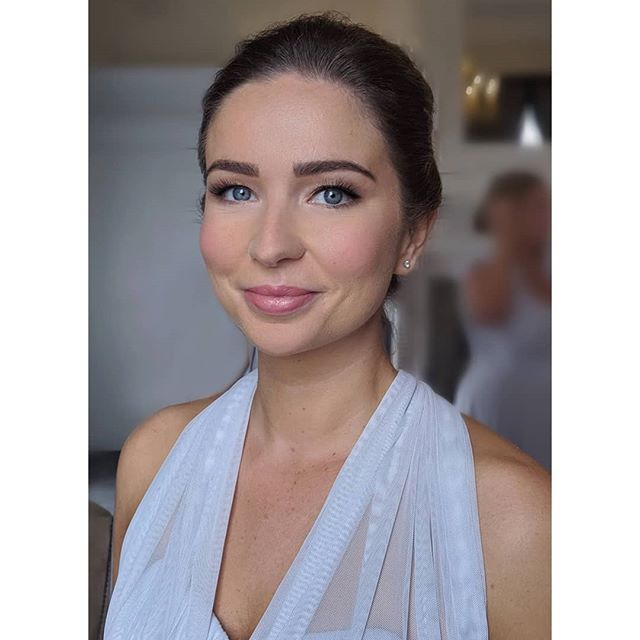 Here is another pic of one of my bridesmaid makeovers from this year's wedding season⚡ Soft yet defined makeup that ties in perfectly with any bridal makeover! Oh and not to mention... bridesmaid brow goals right there 🙌🏻