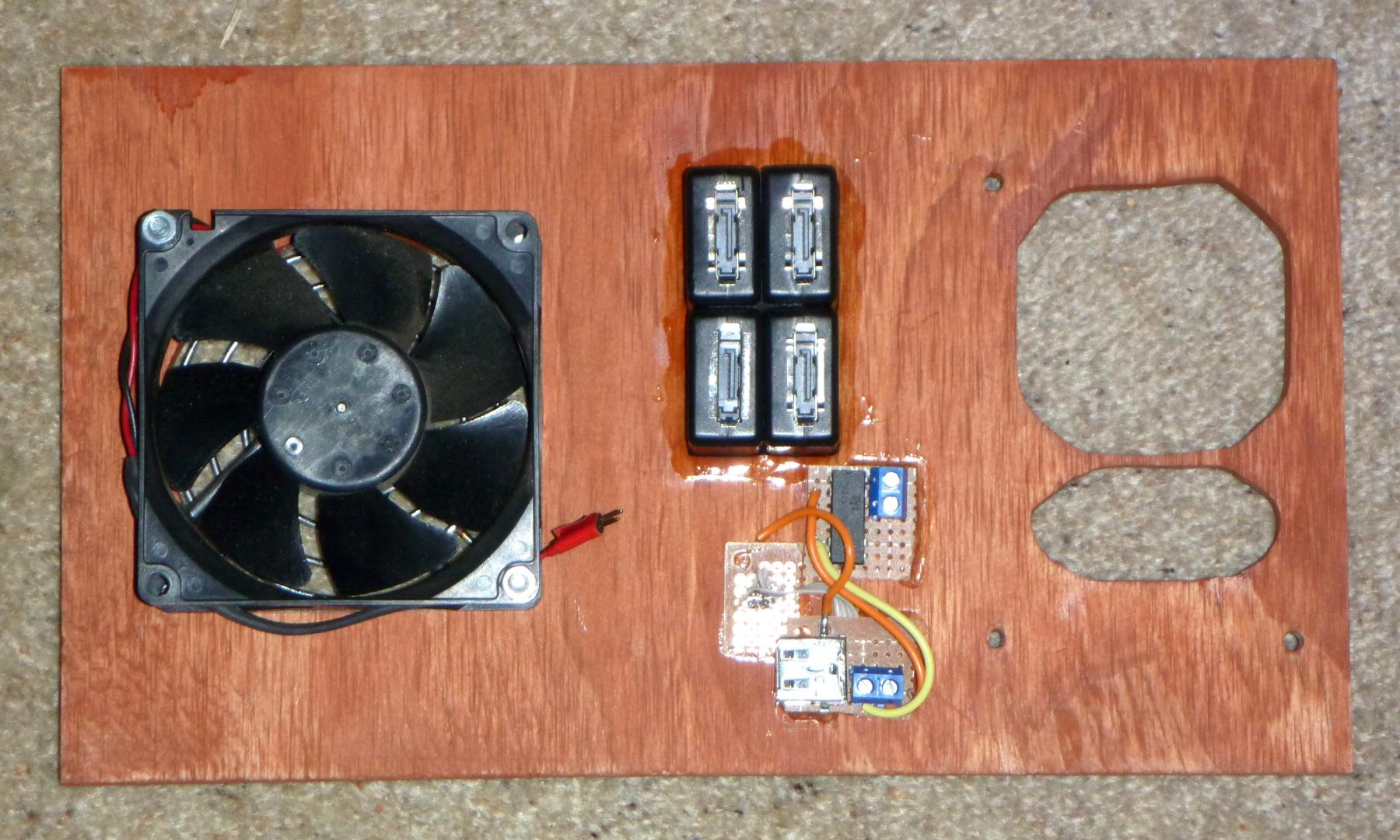 23-rear_inside_with_fan_esata_and_usb.jpg