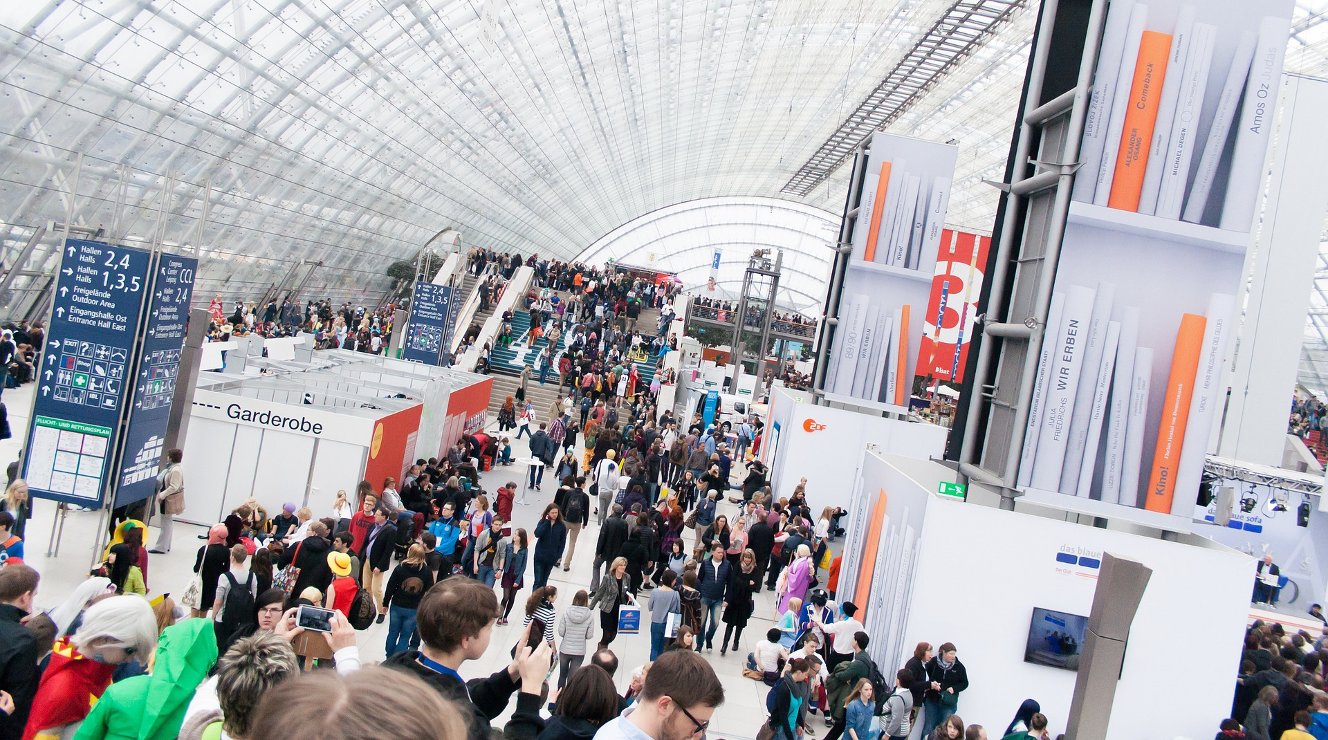 trade_show_crowd.png