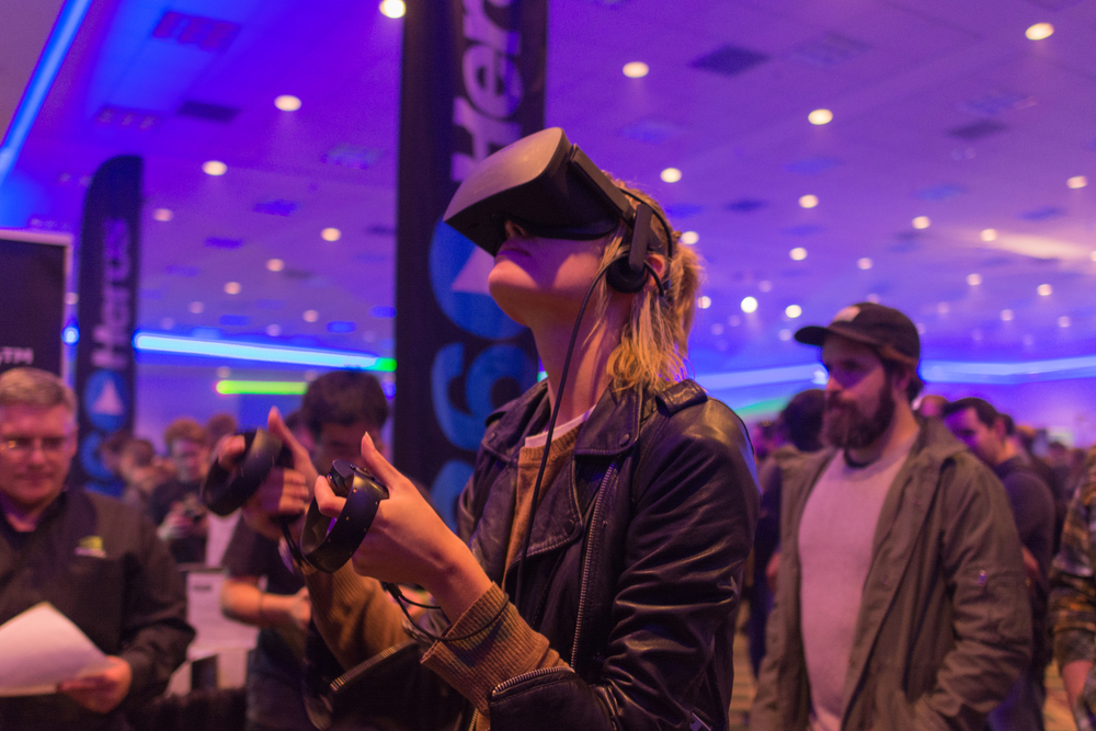 GIRL TRIES VIRTUAL REALITY AT AN EVENT