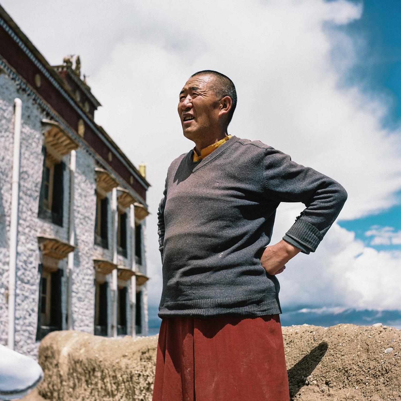 Monk at lake Manassarovar, Tibet.jpg