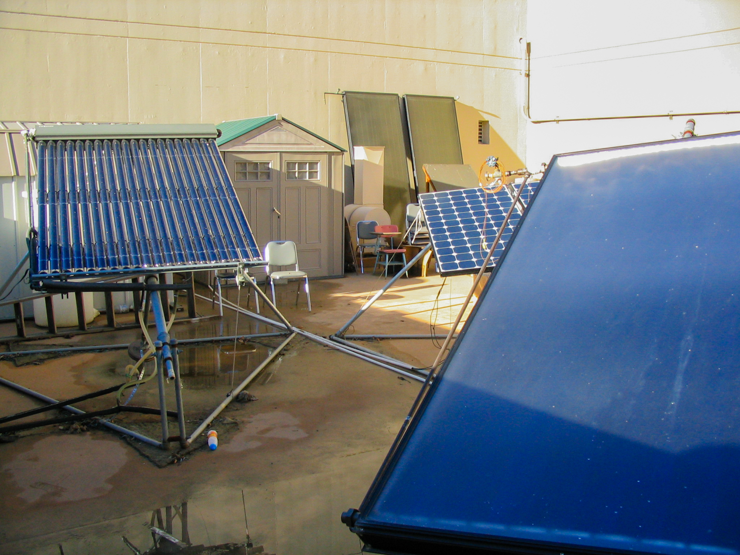 Collection of solar energy equipment on the roof of the SJSU engineering building