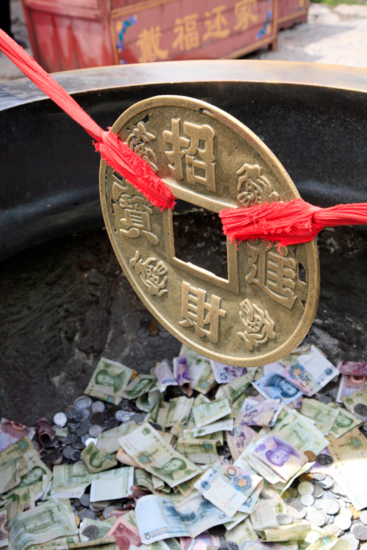 De l'argent pour attirer l'argent dans un temple, Taishan