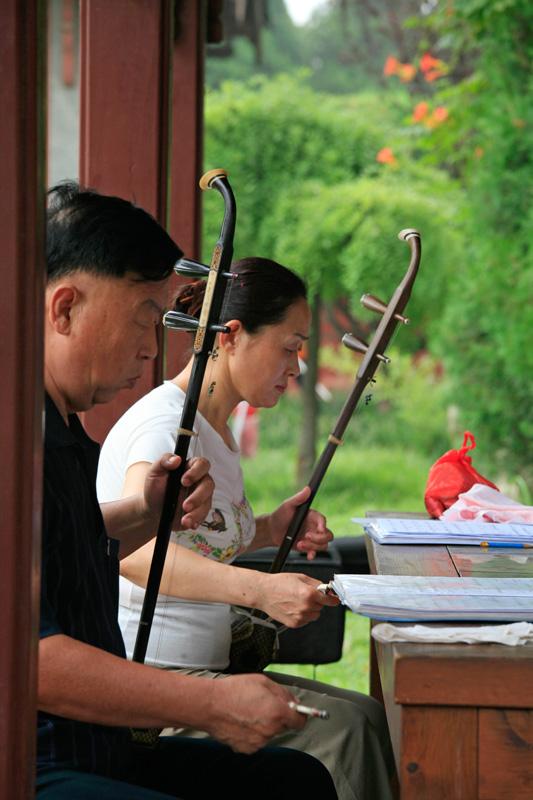 Musiciens dans le parc du temple Dai  de Tai'An