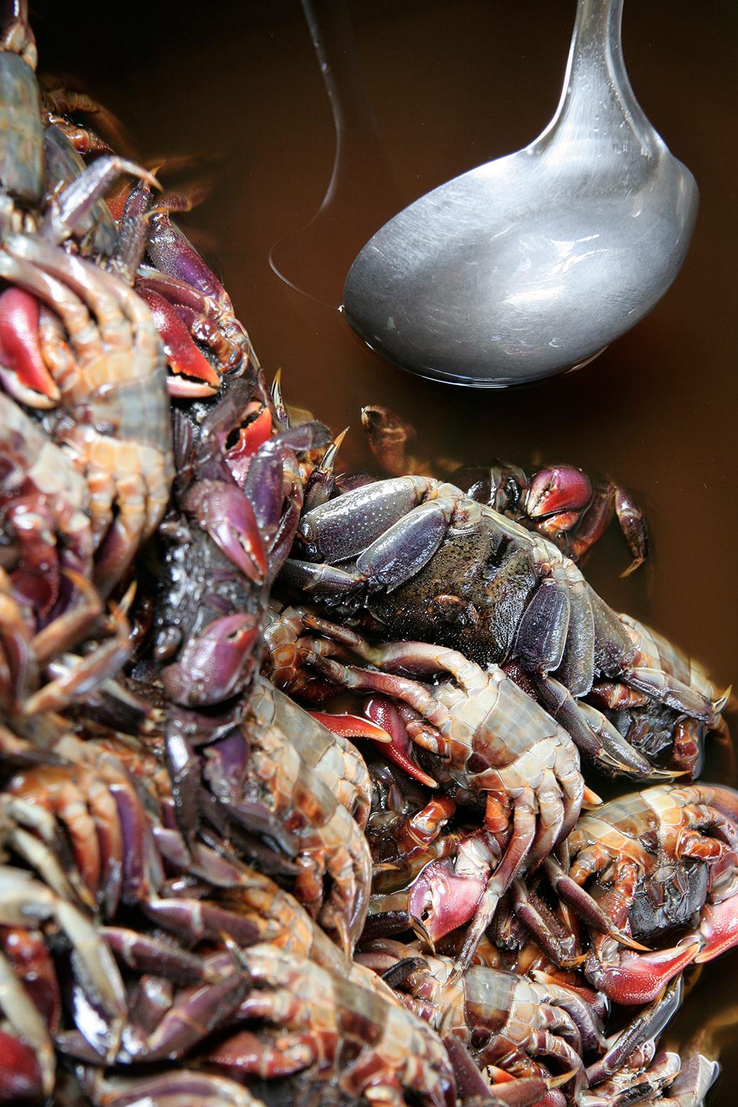 Soupe de crabe, sur un petit marché
